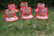 Oeuvres sur chaises